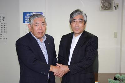 大澤会長と石巻市長(右)